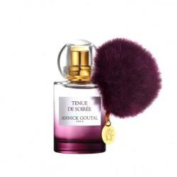 Tenue de Soiree di Annick Goutal è una composizione olfattiva dedicata alle giovani donne con note olfattive di iris e patchouli
