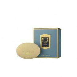 Santal soap 3X100 g. di Floris London è un sapone profumato con farina d'avena ad effetto lenitivo.